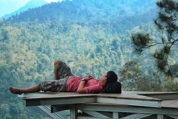 Spot Wisata di Hutan Pinus Pangonan